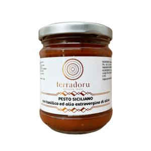 Pesto siciliano con basilico ed olio extravergine di oliva